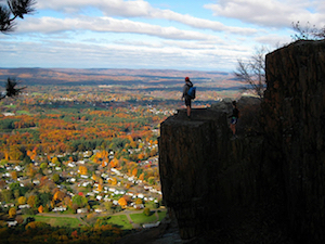 Discount hotels and attractions in West Springfield, Massachusetts