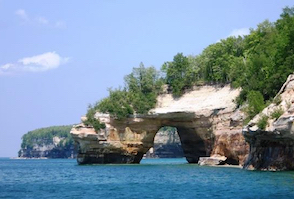 Discount hotels and attractions in Munising, Michigan